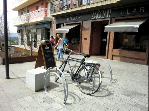 City park equipment mobiliario urbano for Benito arredo urbano